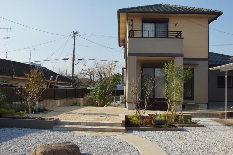 雑草対策とお庭を楽しめる空間に。