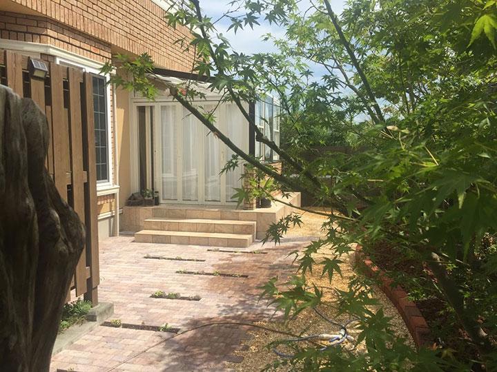 ガーデンルーム ココマとレンガのお庭