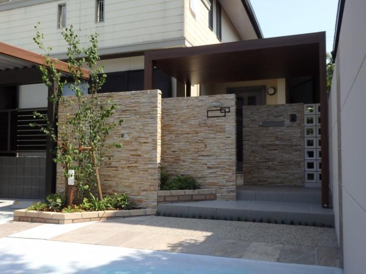 駐車場拡張と玄関周りのリフォーム